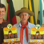VENCEDOR: Vice-prefeito e Secretaria de Assistência Social recebem vencedor do FENART